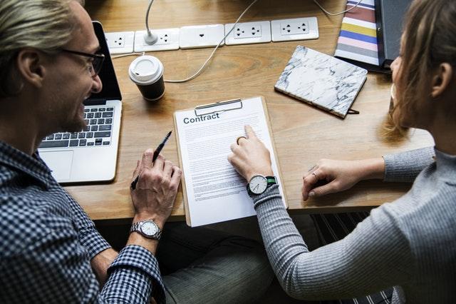 Firma electrónica de documentos de investigación académica o contratos de personal